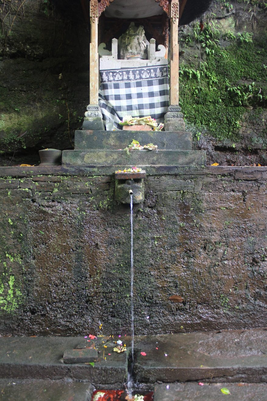 Shrine and bathing place near Yeh Pulu