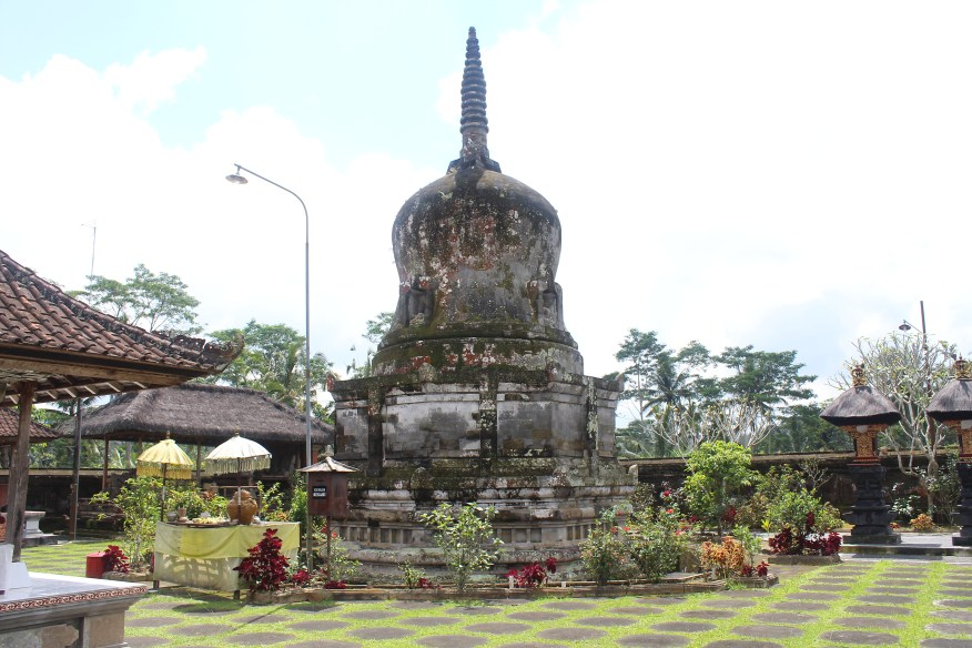 Stupa at Pura Pegulingan
