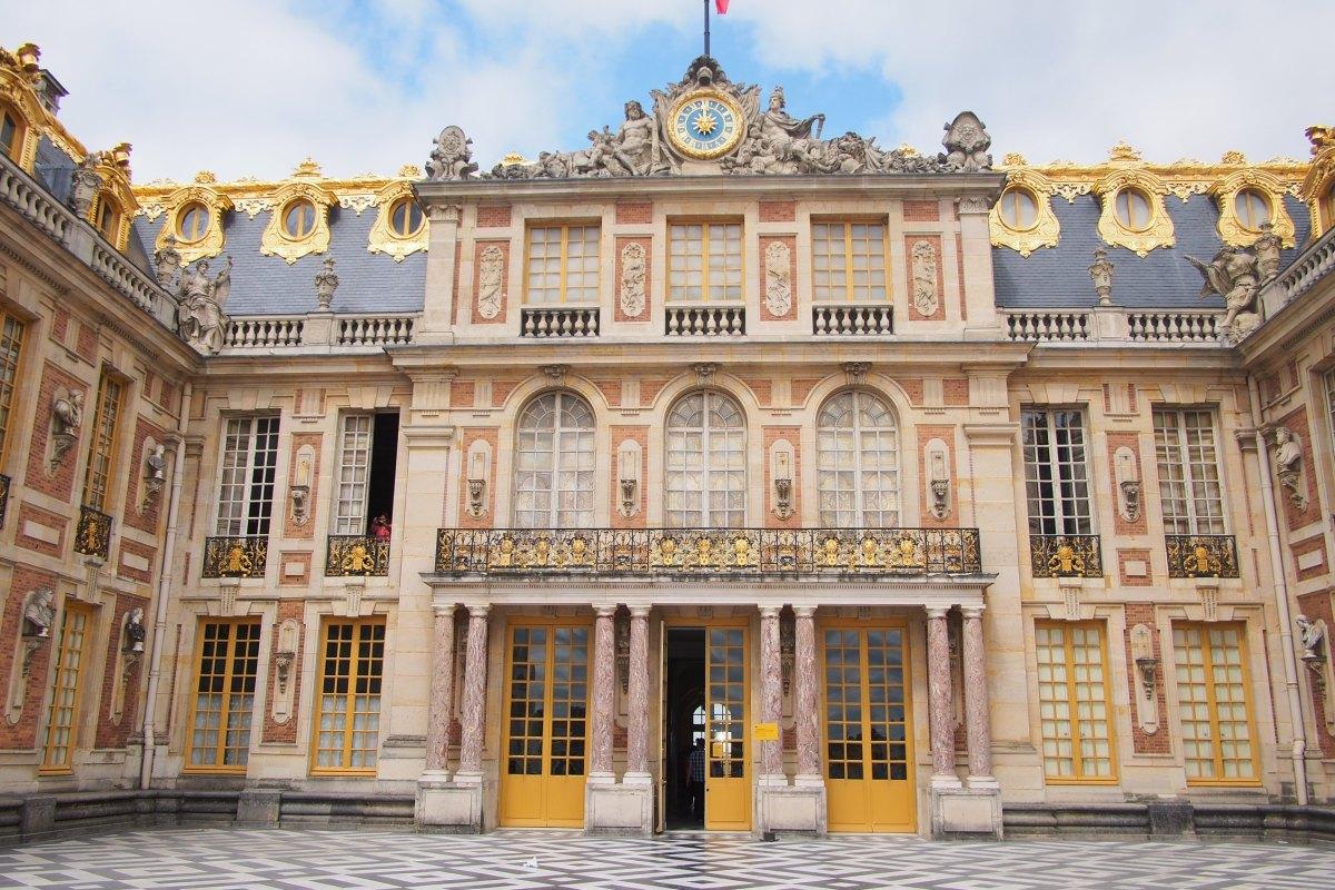 Chateau De Versailles Grandeur Of Bygone Era Free