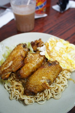 Lan Fong Yuen - Fried Instant Noodle with Chicken Wings