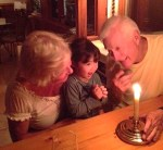 Poppy_and_grandparents_by_Girlchess_wikimedia_commons_2013