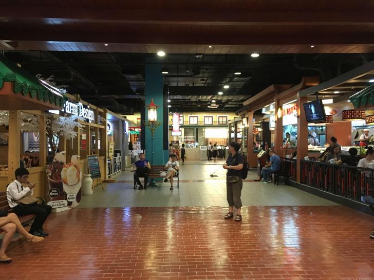 ターミナル21の4階はたくさんのレストランがある