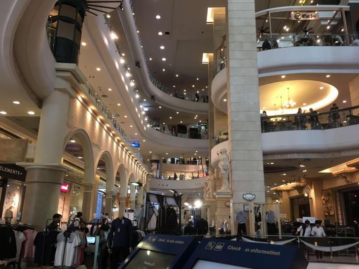 ターミナル21の内部