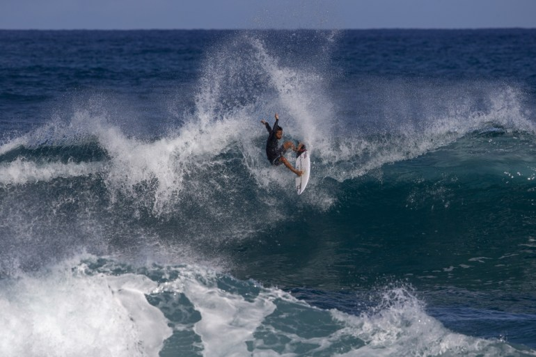 0217450100 39TH ANNUAL NORTH SHORE MENEHUNE SURF CONTEST 2015 - Freesurf Magazine