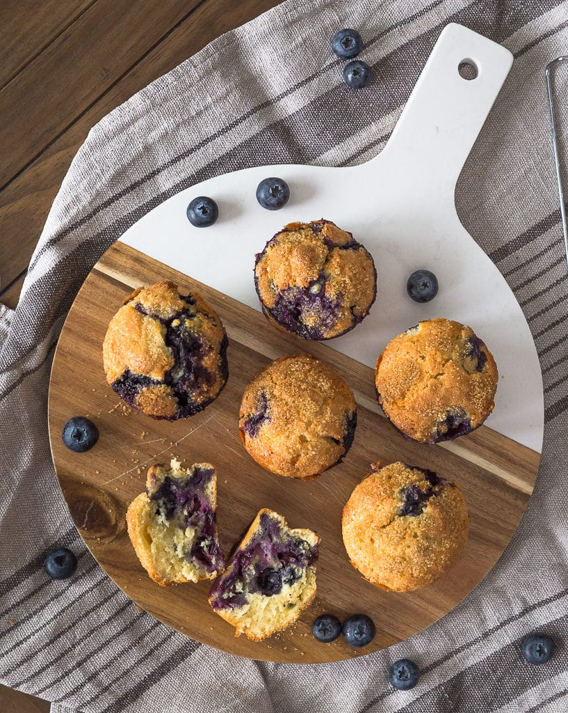 Une recette de muffins à la myrtille, simple et rapide pour des petits muffins super moelleux !