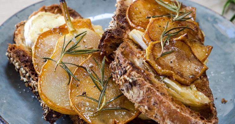 Tartines de Brie et Poire caramélisée