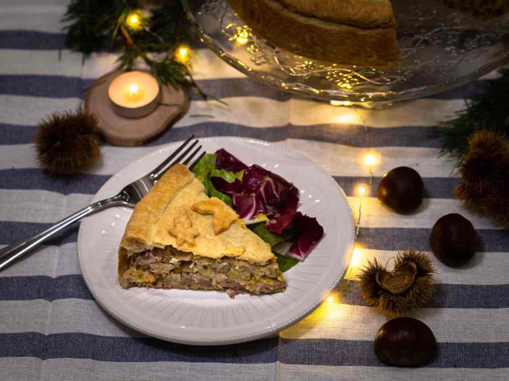 Une recette de tourte végétarienne pour Noël ! Avec des châtaignes, des champignons et des poireaux ! Tourte super gourmande et 100% végé !