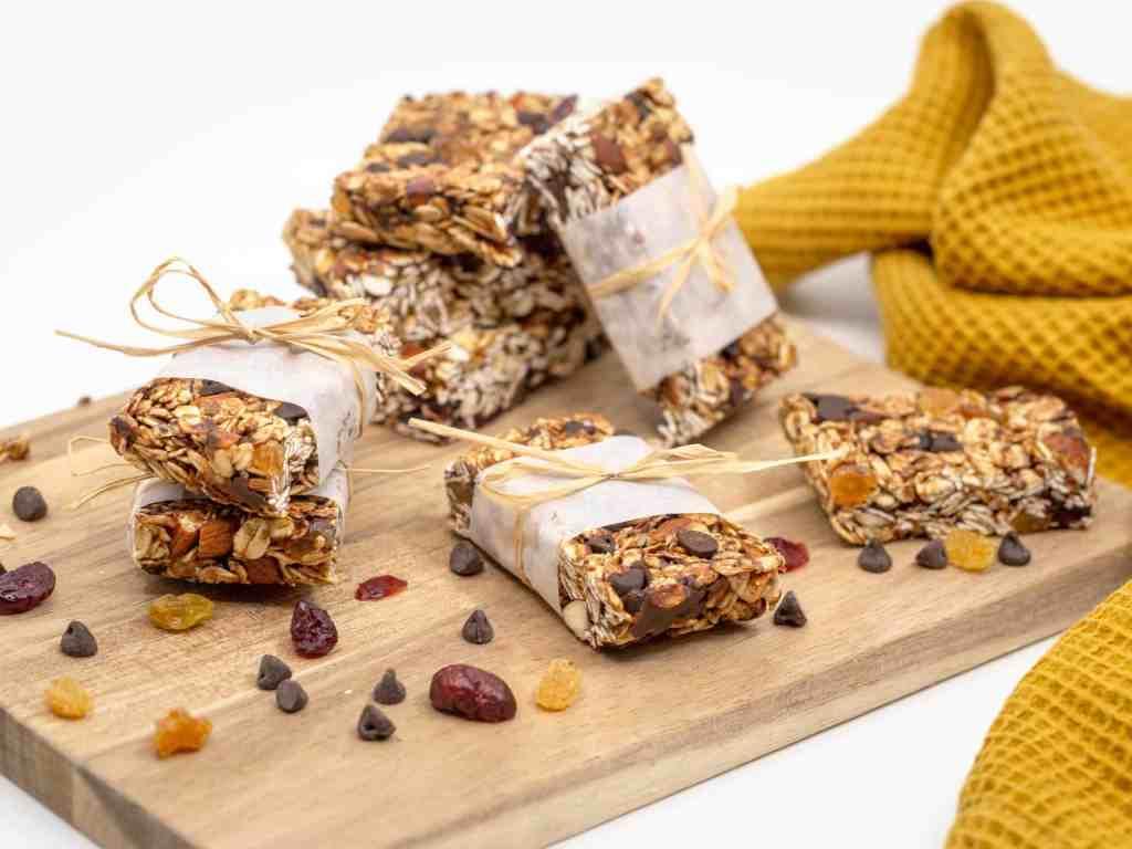 Une recette simple et rapide de Barres Granola Maison aux fruits secs, avoine et chocolat !