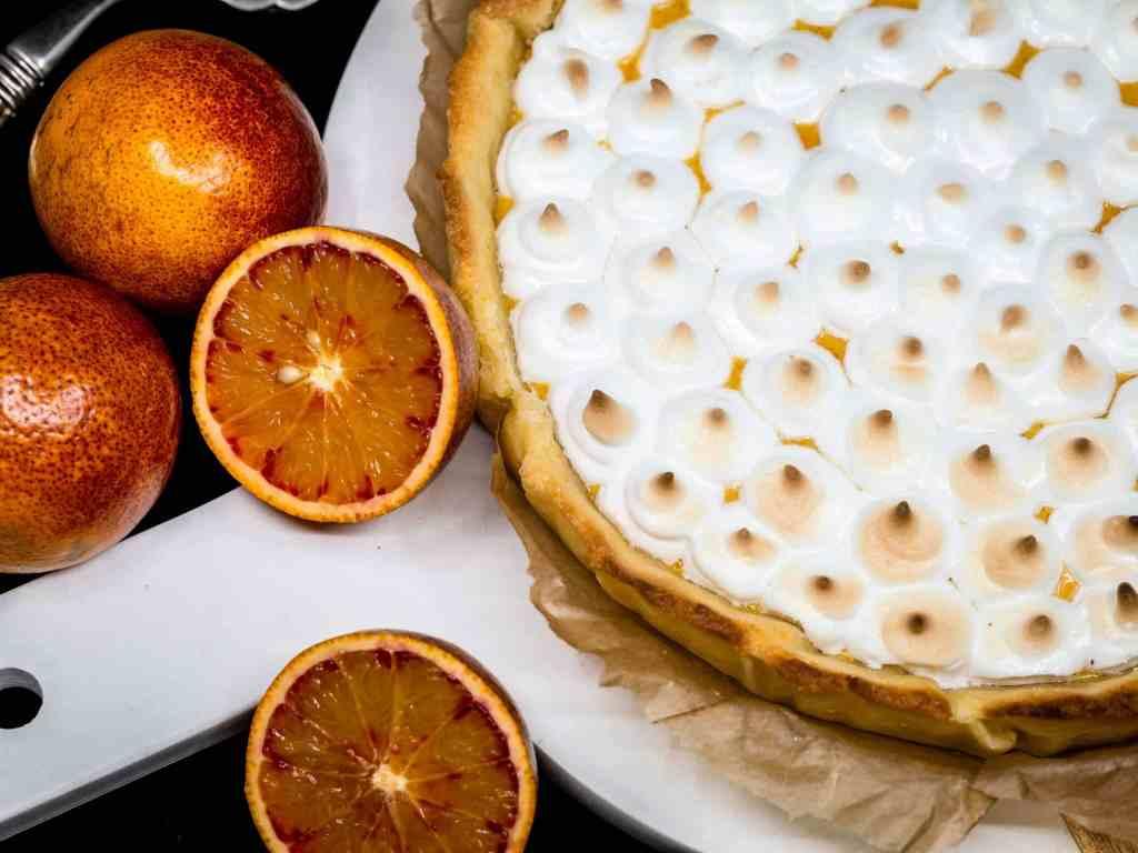Une recette de tarte meringuée avec un curd à l'orange sanguine pour un dessrt tout en douceur !