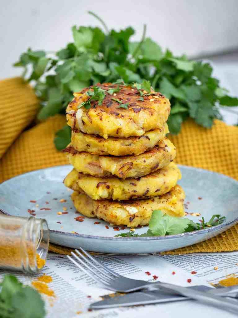 Une recette simple de pommes de terre au curry ! Un délice avec un dhal, un curry ou n'importe quel plat en fait ! Recette végétarienne, sans gluten, vegan, végétalienne.