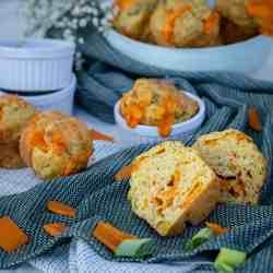 Une recette de muffins salés et végétariens garnis aux poireaux et à la mimolette !