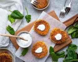 Découvrez cette recette de galettes de légumes végan et sans gluten avec des carottes et des lentilles corail ! Une recette parfaite pour les enfants et les plus grands :)