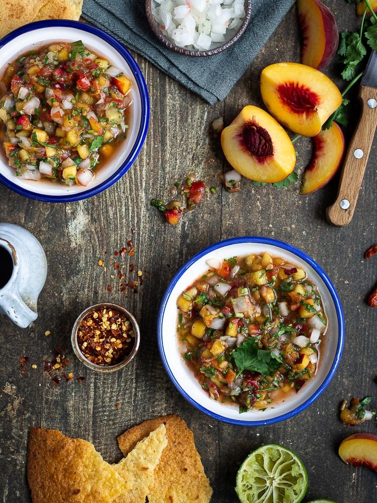 Histoire de changer un peu de la salsa classique à base de tomate, je vous propose de tester cette version avec des pêches jaunes ! Un vrai délice ! Et c'est 100% vegan et sans gluten ! Idéale pour l'apéro avec des tortillas ou pour accompagner un plat TexMex !