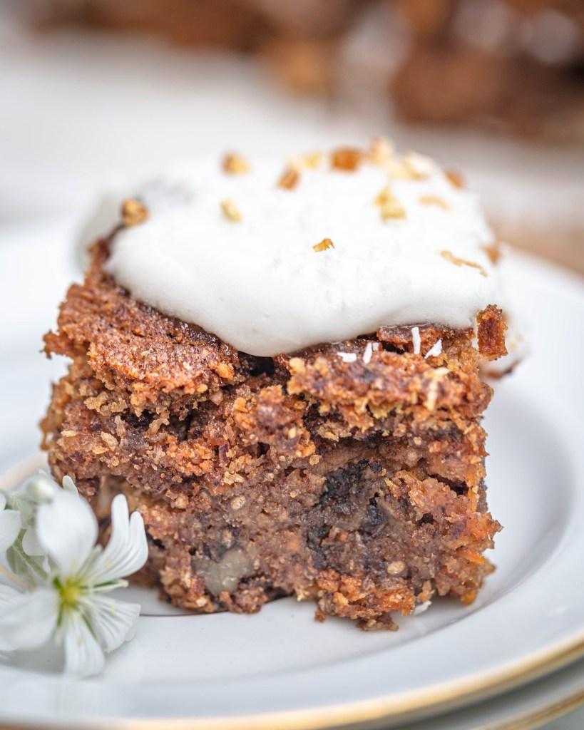Envie d'un carrot cake vegan et sans gluten ? Je vous propose cette recette de gâteau à la carotte et à la noix de coco !