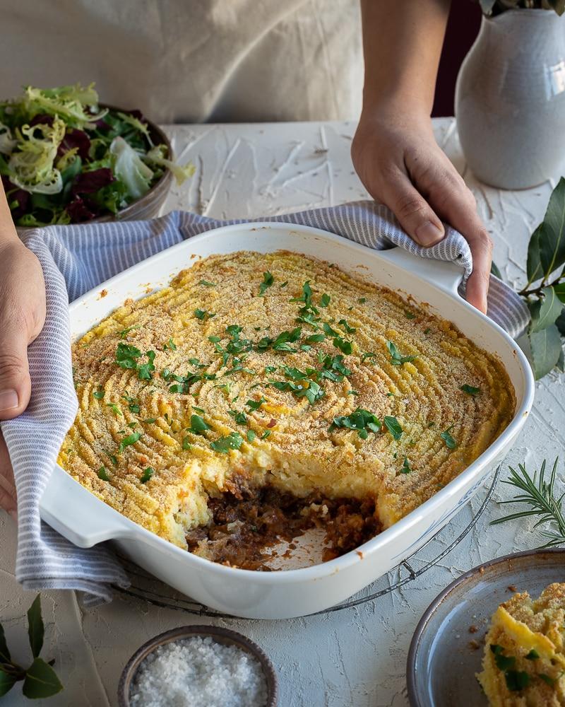 Découvrez cette version complètement végétale du traditionnel hachis parmentier ! Ce plat est revisité en version végétarienne (ou végétalienne) avec une garniture aux champignons sans légumineuses !