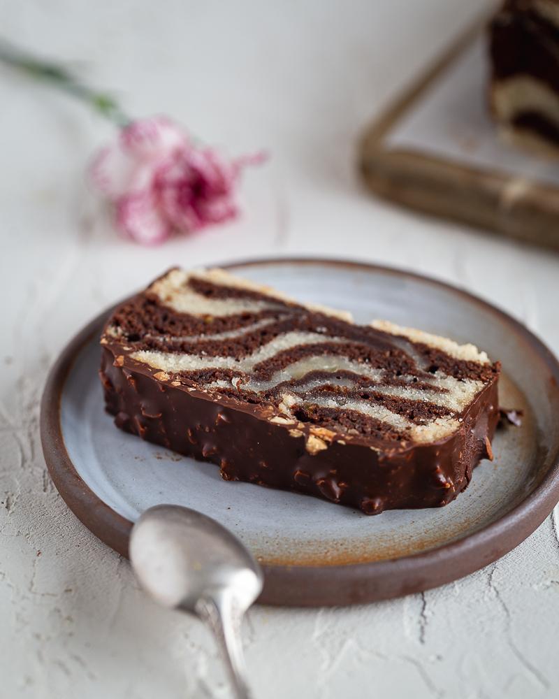Le cake marbré glaçage rocher, un grand classique revisité dans une version végane délicieuse et facile à réaliser !