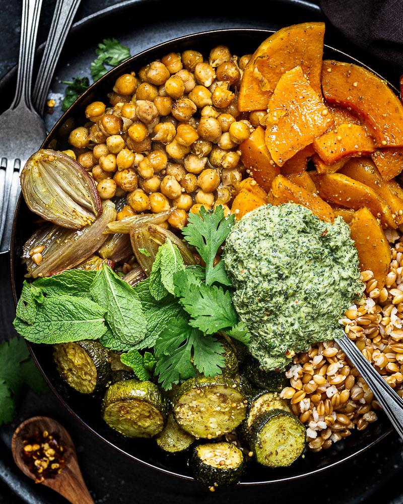 Un petit chutney de menthe, ça vous tente ? Cette sauce typique de la cuisine indienne est facile à réaliser, et ne demande pas d'ingrédients trop hors du commun ! Elle sera parfaite pour accompagner vos salades, beignets, crudités, riz etc !