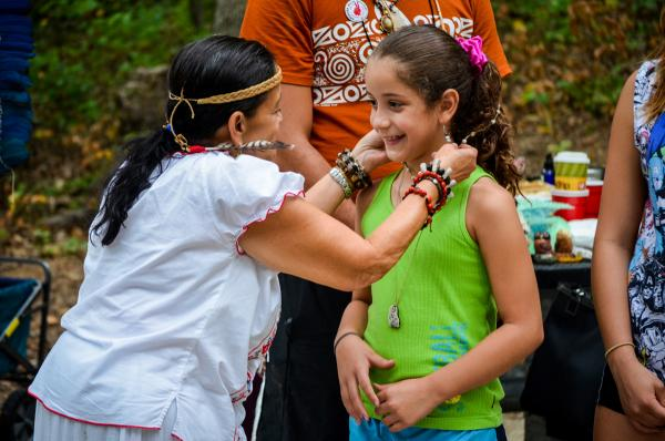 Bibi Mildred Karaira Gandia thanks her 8-year-old great niece and PDJ runner Gabby, with a necklace during the ceremony. Amy Morris.