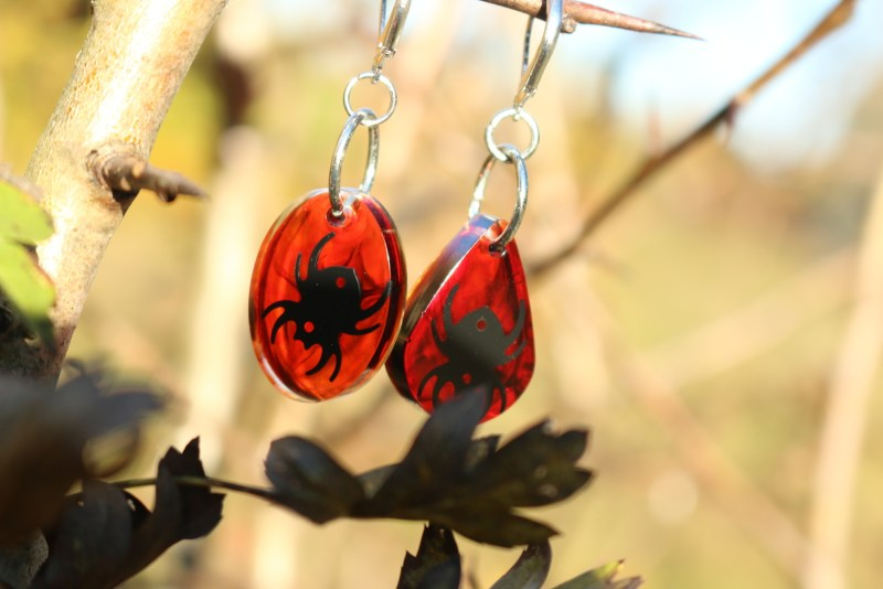 Earrings matching the pendant. Spiders only.