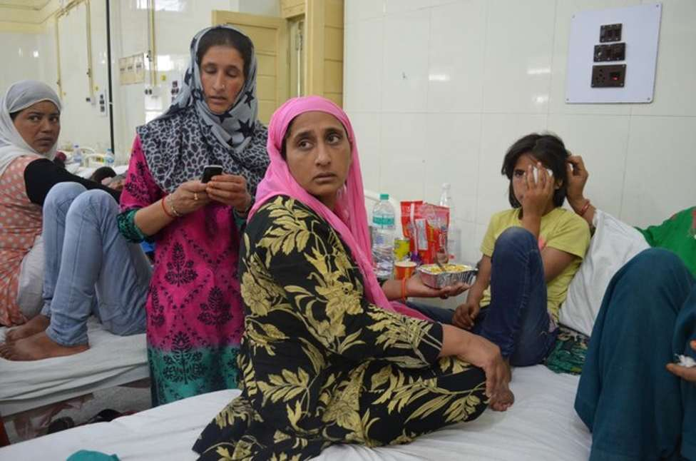 """""""They deliberately fired at our houses,"""" says Shameema, Tamanna's mother, while trying to feed her daughter in Shri Maharaja Hari Singh Hospital. (Photo: Pradeepika Saraswat) """"They deliberately fired at our houses,"""" says Shameema, Tamanna's mother, while trying to feed her daughter in Shri Maharaja Hari Singh Hospital. (Photo: Pradeepika Saraswat)"""