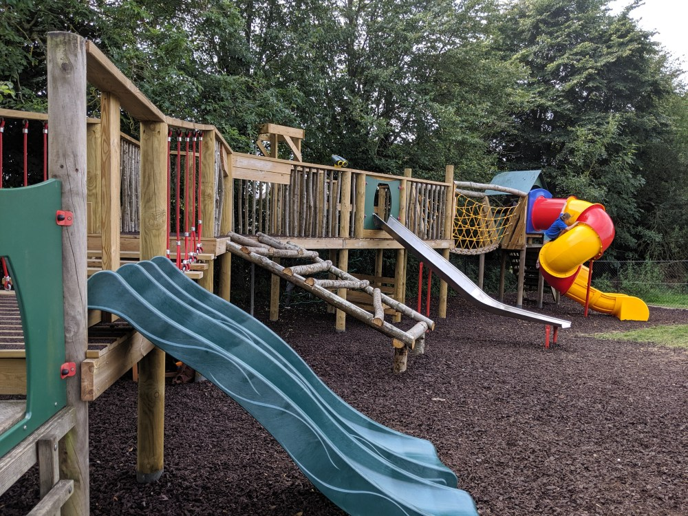 Wiggington Playground Review | Village shop | Tring, Hertfordshire | Free Time with the Kids
