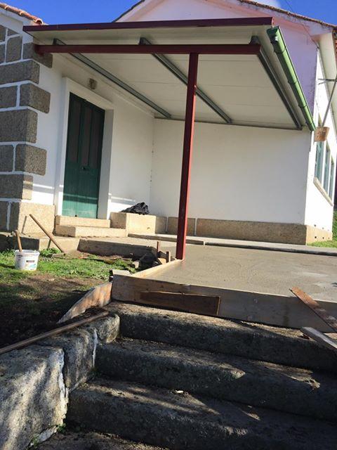 Arranjo da entrada da antiga escola de Figueira
