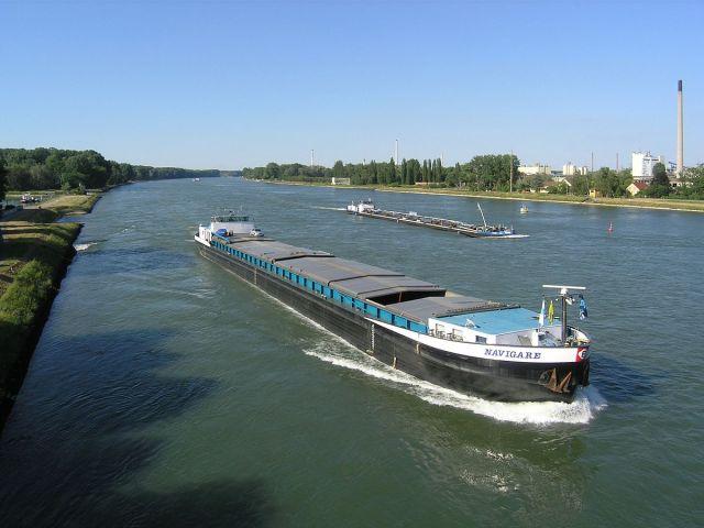 1200px-SchiffeMaxau