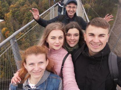 Auf der 500 m langen Hängebrücke