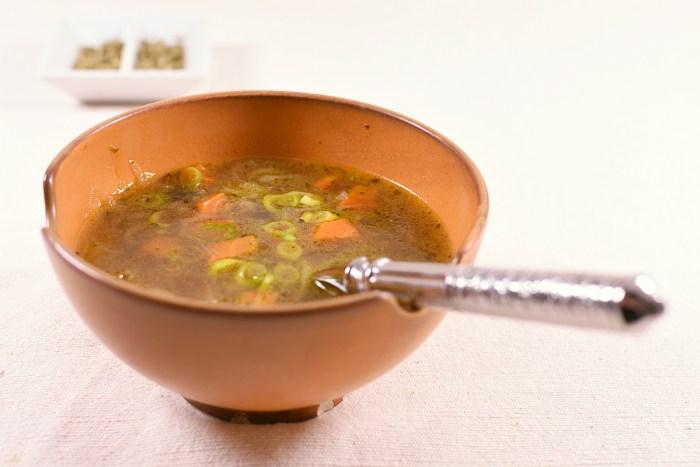 Italienische Gemüsesuppe mit Olivenblättertee