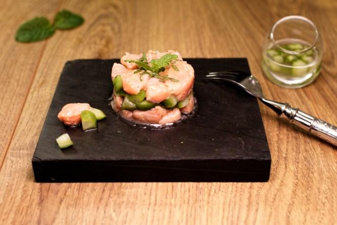 Lachsforellen Tartar mit Gin-Gurken