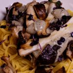 Ragout Flash:  Gebratene Pilze auf Auberginencreme