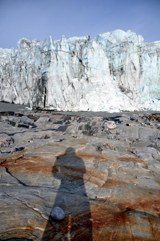 Vor der massiven Gletscherwand
