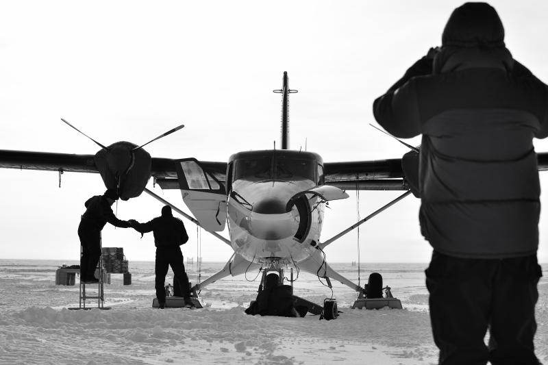 Polarflugzeug mit Skiern