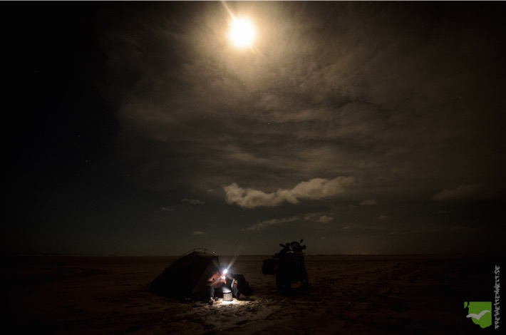 Nacht im Zelt bei Vollmond