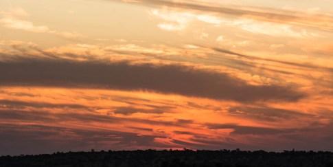 Sonnenuntergang mit faszinierenden Wolkenformationen in der Namib