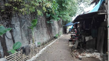 Tongkol kampung next to wall of Kasteel Batavia