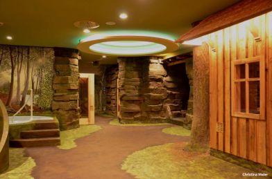 Die besonders gemütliche und heimelige Stimmung finden die Besucher in der erzgebirgischen Saunalandschaft Miriquidi des Elldus Resort - Foto: Elldus Resort