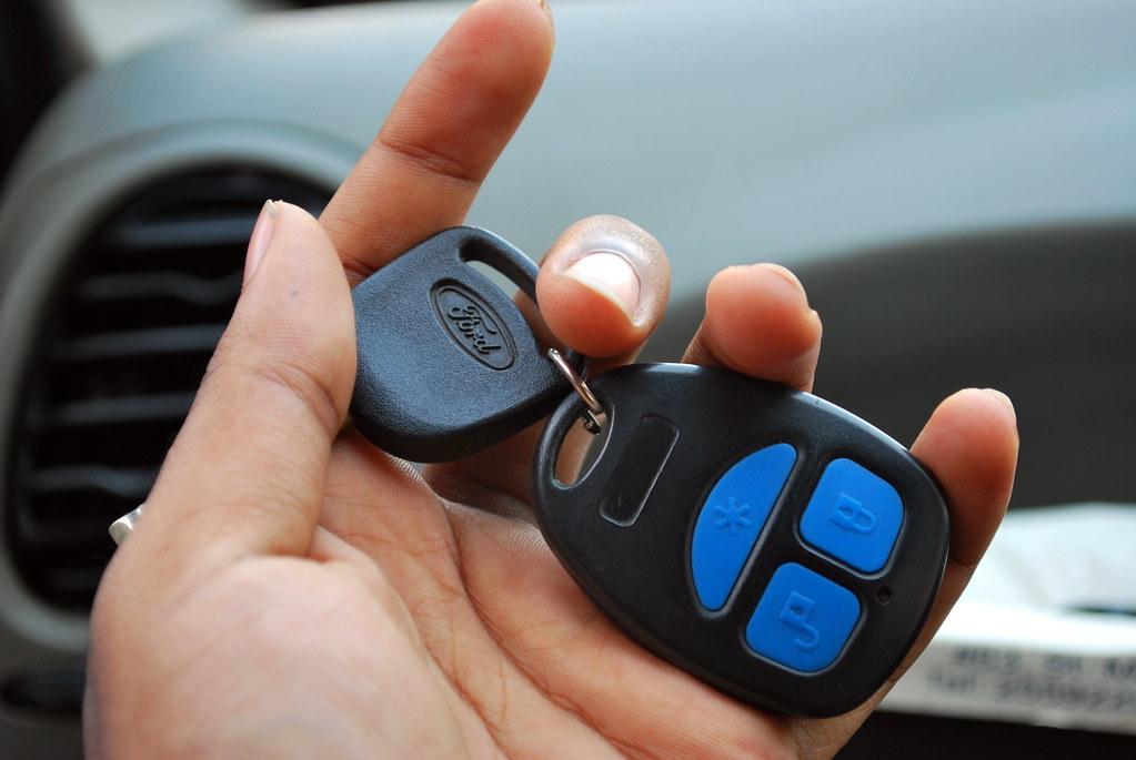 kunci pengaman mobil