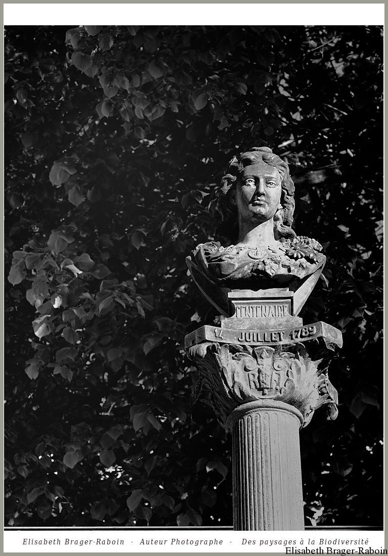 Mandagout : Buste de Marianne à l'occasion du centenaire de la Révolution Française