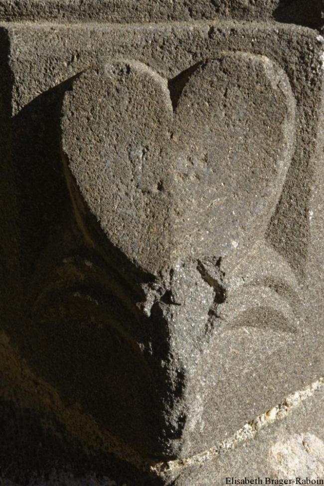 Saint-Marcel-de-Fontfouillouse: coeur de pierre