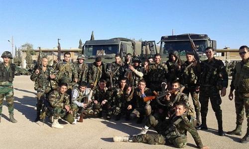 Des militaires syriens dans la province orientale de Hama