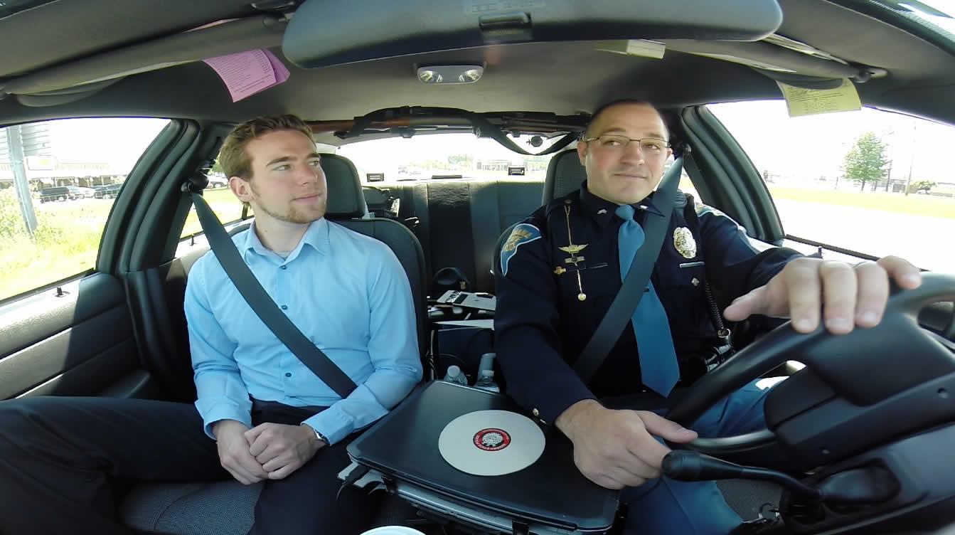 Ride Along  un tour en voiture de police