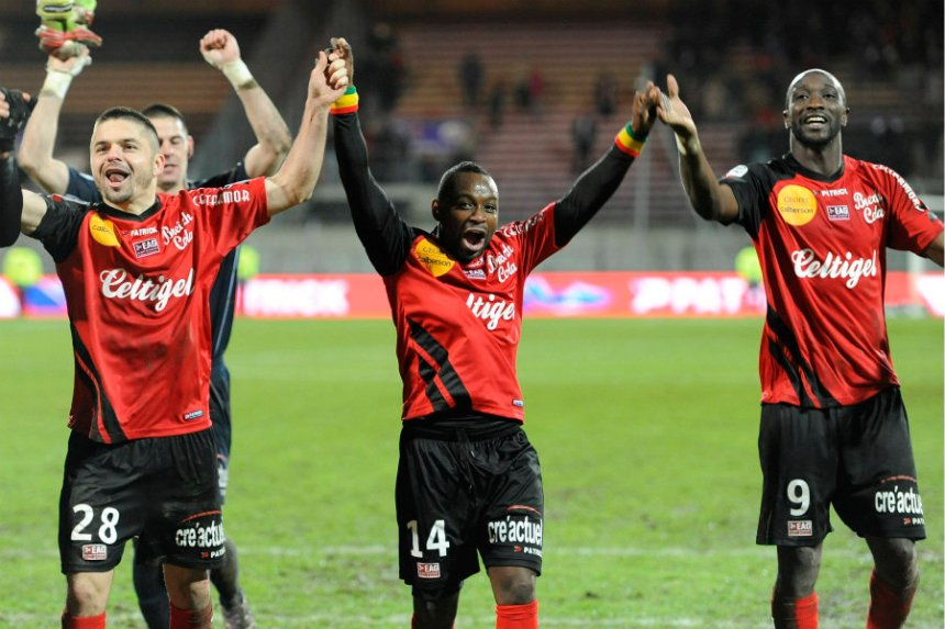 guingamp charge towards ligue 1 as the promotion race heats up. Black Bedroom Furniture Sets. Home Design Ideas