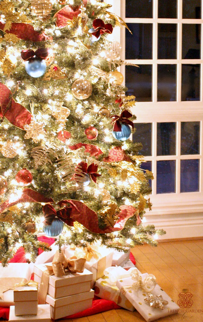 Itu0027s What Makes The Holidays Special, Isnu0027t It? Unwrapping Delicate  Ornaments From Crumpled Tissue Paper, And Placing Them U201cjust Sou201d On The  Holiday Tree, ...