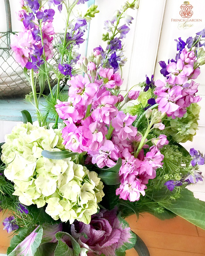 CREATE A FRENCH COUNTRY SPRING FLORAL ARRANGEMENT
