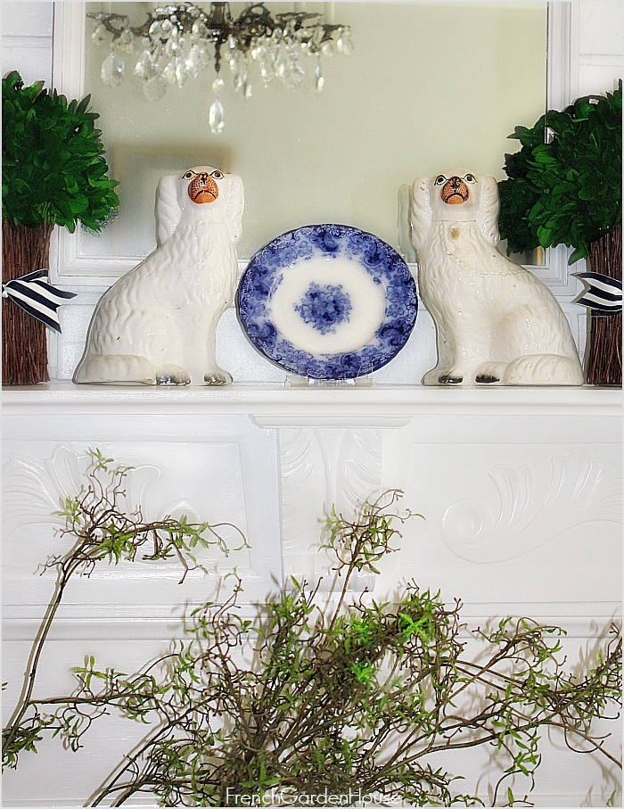 DECORATE WITH PLATES & PLATTERS