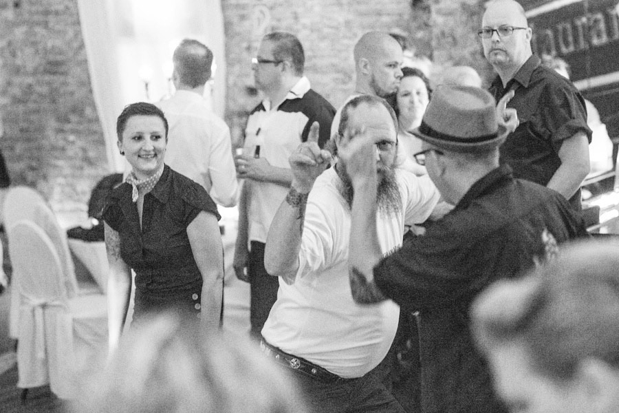 Fun-Retro-Rock-Wedding-Berlin-Frau-Dinkel-35