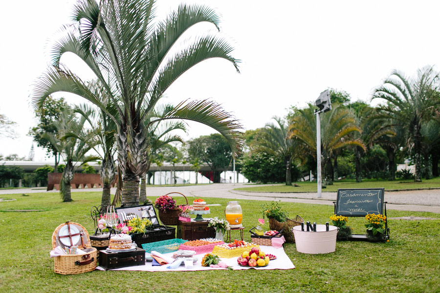 brazilian-picnic-wedding-bikes-frankie-marilia-08