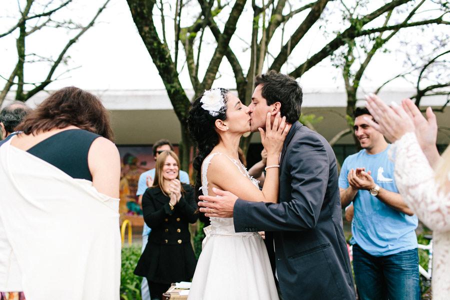 brazilian-picnic-wedding-bikes-frankie-marilia-18