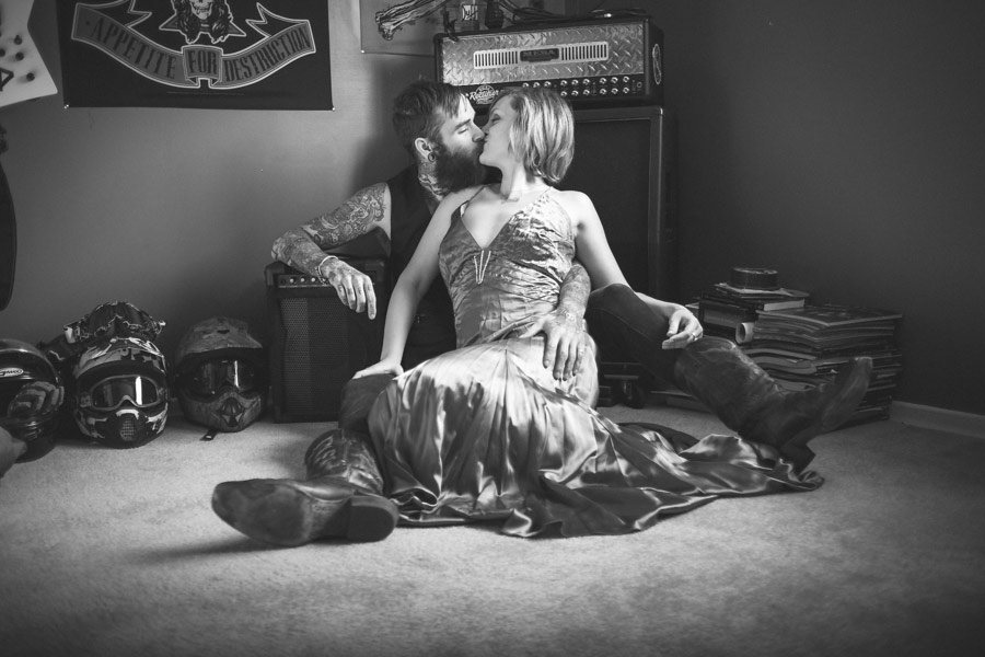 hipster-couple-session-snow-love-studio-06